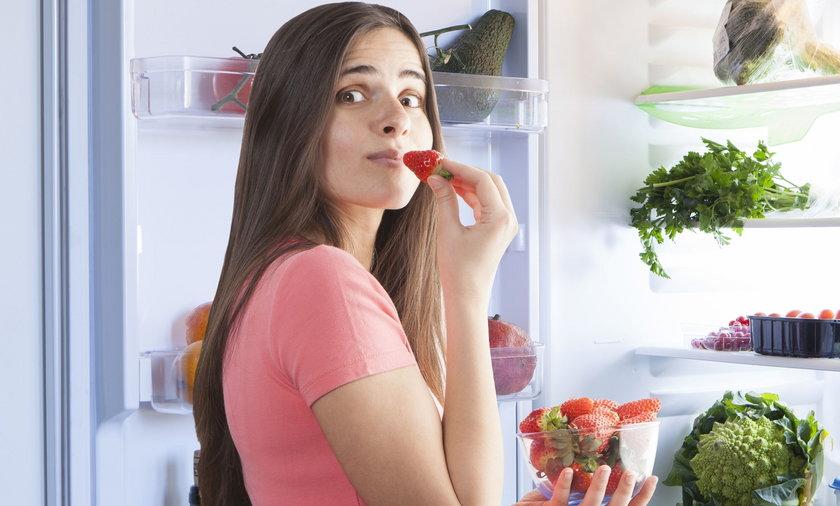 Owoce jedzone wieczorem tuczą bardziej - to popularny mit, jednak nieprawdziwy!