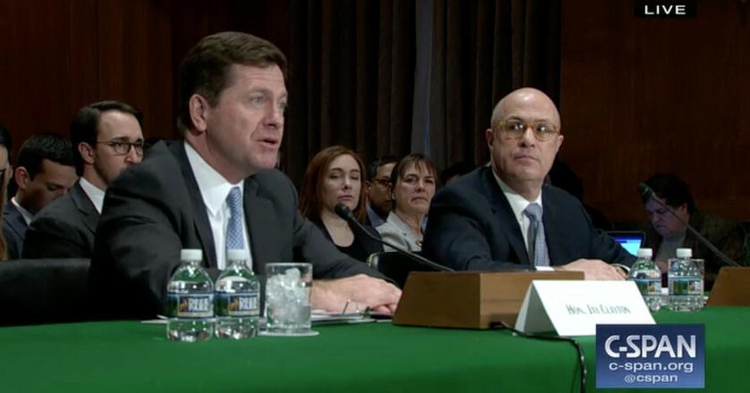 Przewodniczący SEC Clayton i przewodniczący CFTC Giancarlo