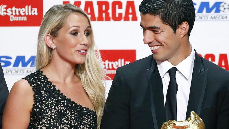 """Luis Suarez w towarzystwie pięknej zony odebrał """"Złoty But"""""""