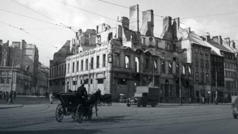 Tak wyglądał róg ulicy Miodowej i Krakowskie Przedmieście na początku II wojny światowej