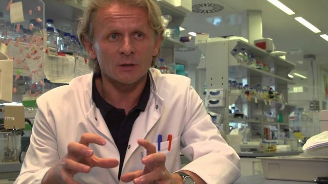 Dr Ivan Đikić
