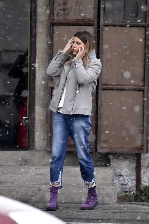 Napolju sneg veje, a naša glumica OVAKO OBUČENA IZAŠLA NA ULICU!
