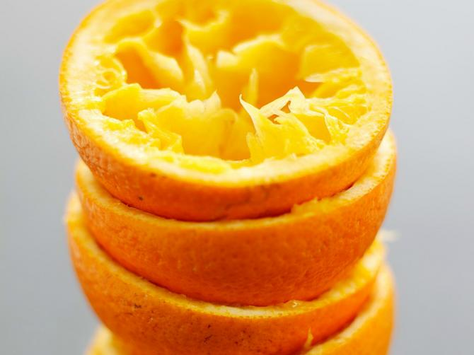 Ako uveče ubacite pomorandžinu koru u obuću, ujutru vas čeka lepo iznenađenje!