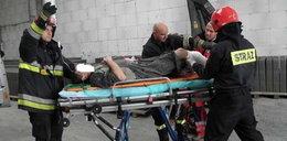 Maszyna do betonu złamała mu nogi! FOTY