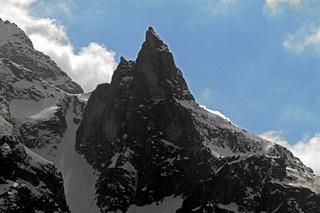 Lawina śnieżna porwała troje turystów w Tatrach