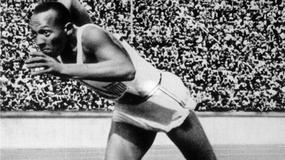 Dwa kolejne złote medale Jessego Owensa będą wystawione na aukcję
