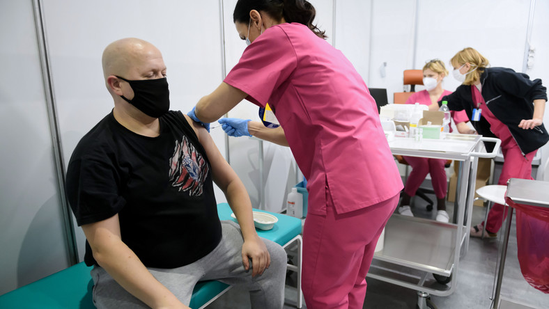 Koronawirus w Polsce. Akcja szczepień medyków