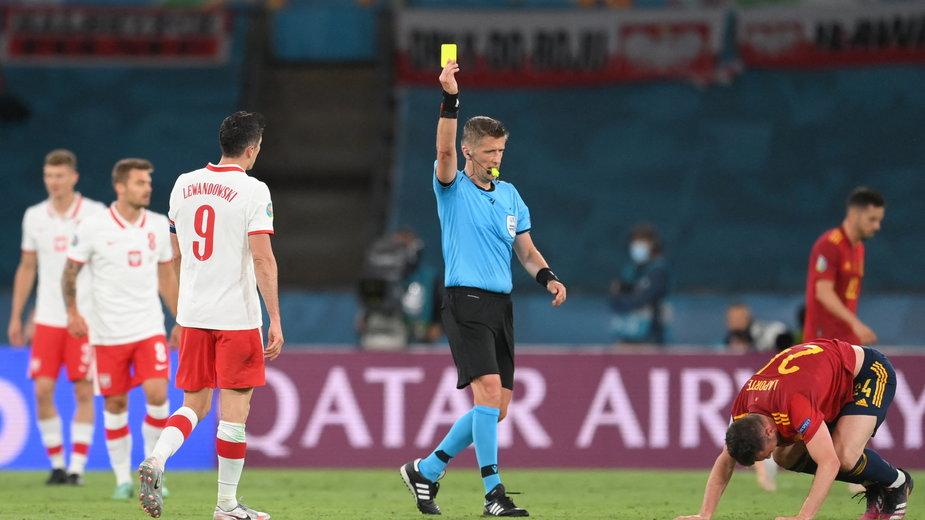 Robert Lewandowski otrzymał żółta kartkę w meczu z Hiszpanią