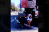 pomaze_babi_da_predje_ulicu_vesti_blic_safe