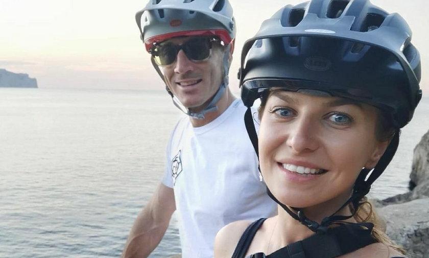 Ten turysta rowerowy obok Anny Lewandowskiej to kapitan reprezentacji Polski i as Bayernu Monachium