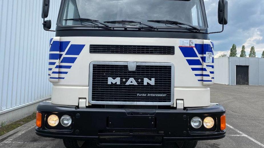 Nieużywane ciężarówki czekają na nowych właścicieli