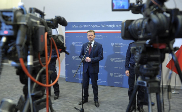 """""""Państwa grupy Wyszehradzkiej mówią jednym głosem. Głos nasz wspólny jest doskonale słyszalny w Unii Europejskiej. (...) Jest to głos rozsądku"""" – powiedział minister Błaszczak."""