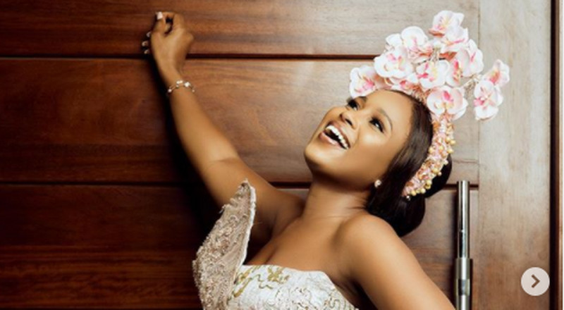 Berla Mundi oozes elegance in beautiful gown and headpiece