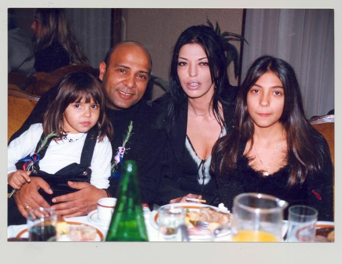 Pevač sa surpugom Nadom i ćerkama