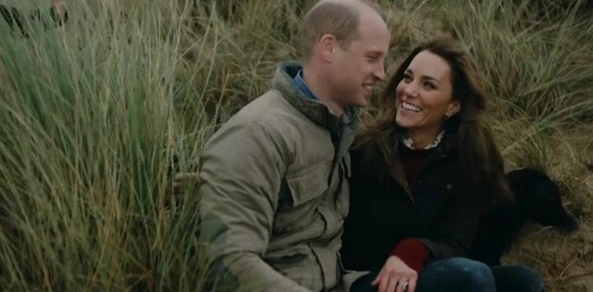 Kate Middleton i książę William na rodzinnym nagraniu z George'em, Charlotte i Louisem. Para świętowała 10. rocznicę ślubu