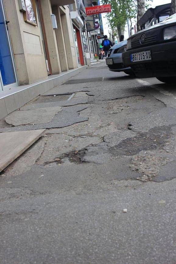 Propali trotoari: Iz Ulice kraljice Marije