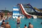 TRAGEDIJA U JAKOVU Dečak (17) se udavio u bazenu