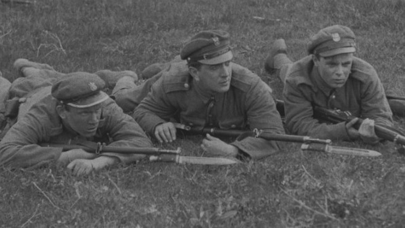 """Kadr z filmu """"Szaleńcy"""" Leonarda Buczkowskiego"""
