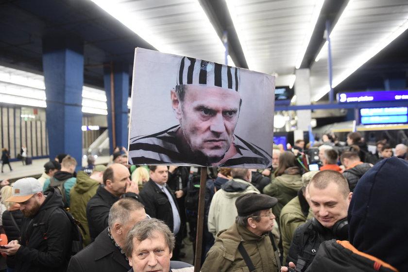 Donald Tusk świadkiem w sądzie w sprawie Smoleńska
