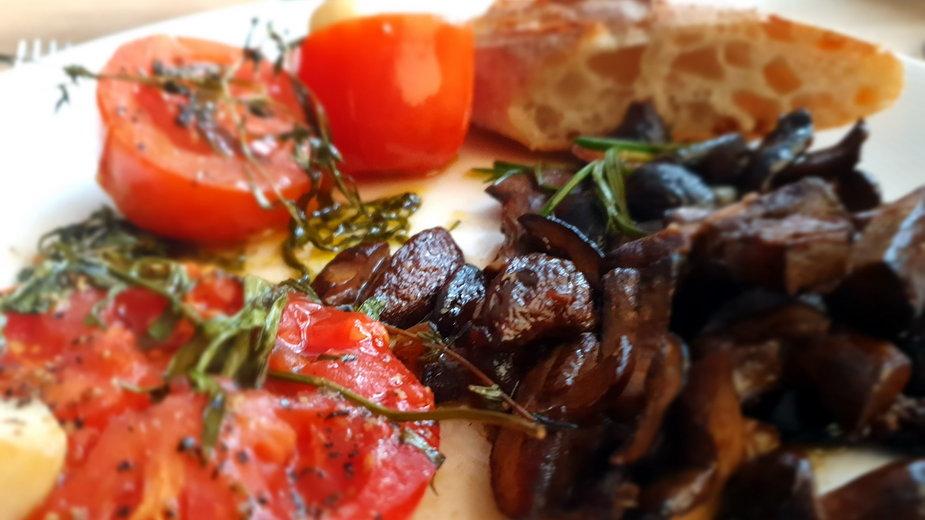 Grzyby i pomidory