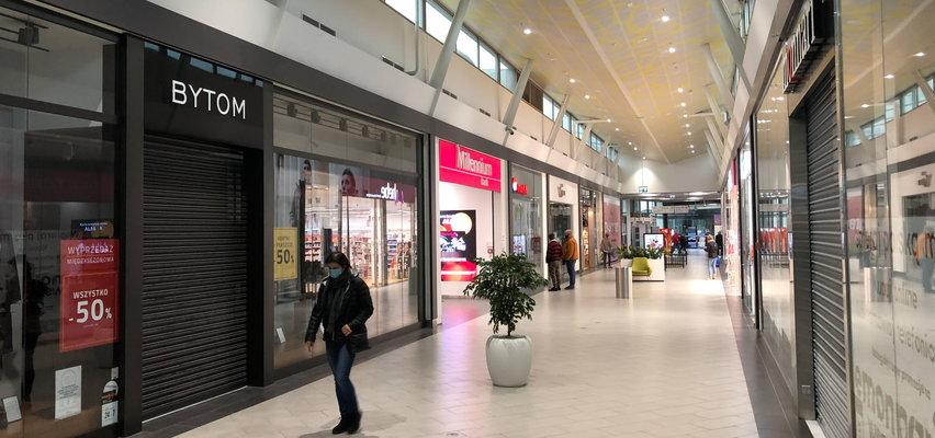 Aktualne obostrzenia w handlu do 18.04 - Które sklepy są otwarte? Biedronka, Lidl, galerie handlowe, sklepy budowlane