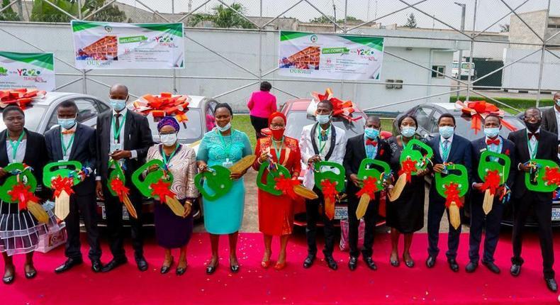Gov Babajide Sanwo-Olu rewards outstanding teachers with 12 cars. [Twitter/@followlasg]