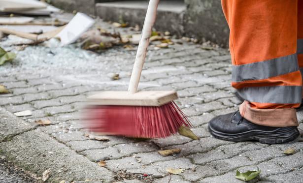Jednym z ustawowych zadań Urzędu Zamówień Publicznych (UZP) jest propagowanie dobrych wzorów. W ramach jego realizacji powstał kolejny wzorcowy dokument – umowa o świadczenie usług sprzątania.