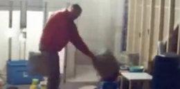 Psycholog maltretuje 3-latka! Nagrali go!