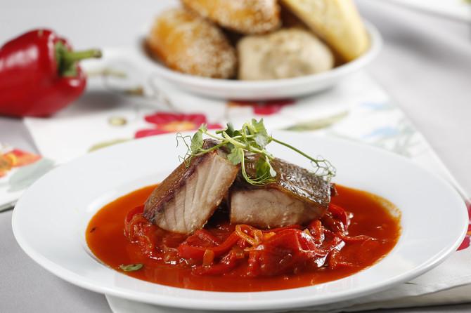 Sočan i preukusan šaran u sosu od crvene paprike