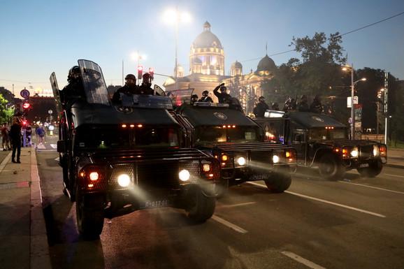 Oklopna vozila na ulicama