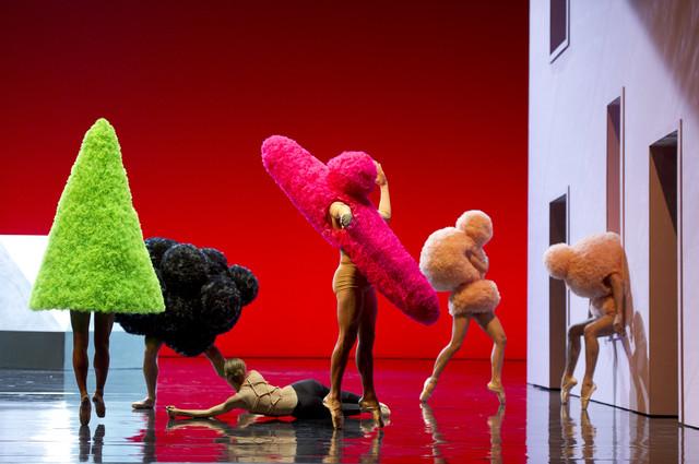 """Kostimi Olivijea Rustena (Balmen) za komad """"Renesansa"""" u koreografiji Sebastijena Bertoa i izvođenju Baleta Pariske opere, 2017."""