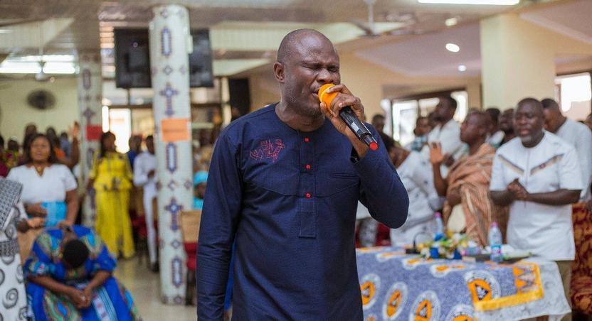 Showers of blessings as Uncle Ato rocks Kokomlemle Methodist Church