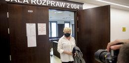 Katarzyna Figura po 9 latach batalii dostała rozwód. Tym razem aktorka opuściła sąd jako szczęśliwa rozwódka!