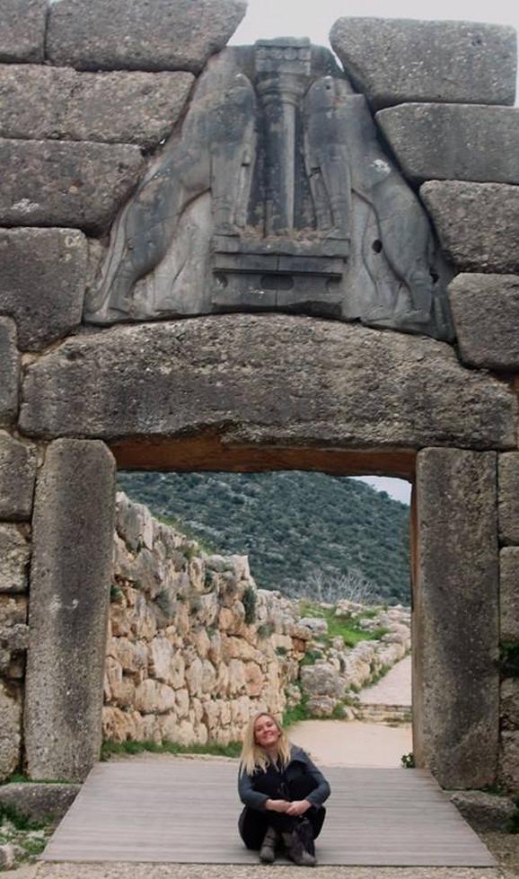 Tijana kod Lavlje kapije Mikena