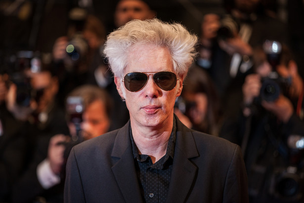 """W rozmowie z dziennikarzem """"Guardiana"""" Jarmusch przyznał, że """"choć nie jest muzykiem, ani wokalistą to chętnie pojawia się w studiach nagraniowych, bo muzyka jest dla niego doskonałą poza filmową odskocznią, pozwala się wyszumieć"""". """"Poza tym, praca z muzykami bywa często bardziej zabawna niż z filmowcami"""" – dodał."""