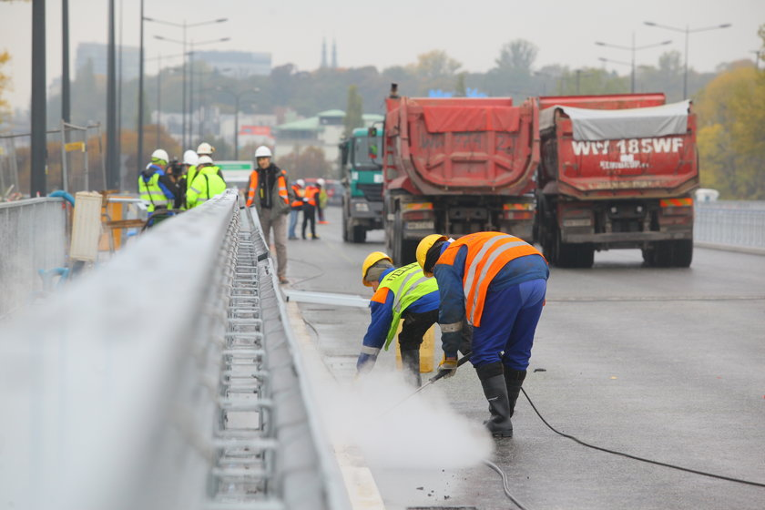 Otwarcie mostu Łazienkowskiego coraz bliżej. Przeszedł już testy obciążenia