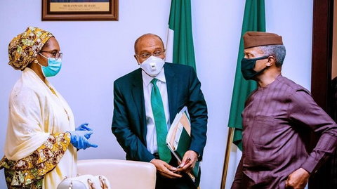 CBN Governor, Godwin Emefiele (center), Minister of Finance, Budget and National Planning, Zainab Usman (left) and Vice President Yemi Osinbajo. [Twitter/@NGRPresident]