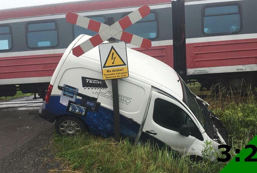 Zderzenie peugeota z pociągiem relacji Bielsko-Biała - Wadowice