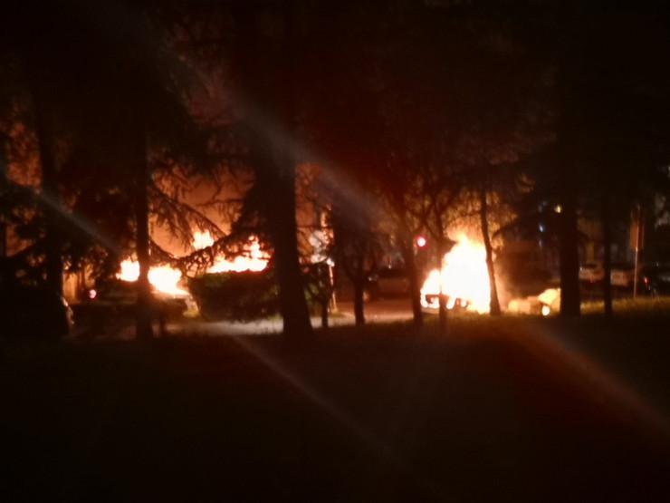 Zapaljen automobil policije