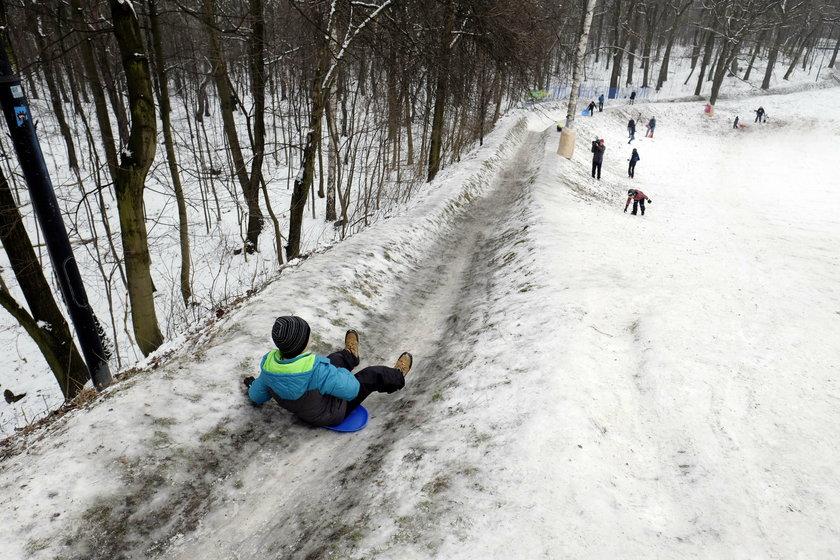 Katowice.  Mieszkańcy odnowili stary tor saneczkowy w Parku Kościuszki
