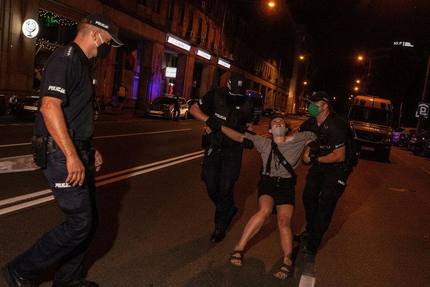 EKSTREMALNIE BRUTALNA POLICJA NA WILCZEJ