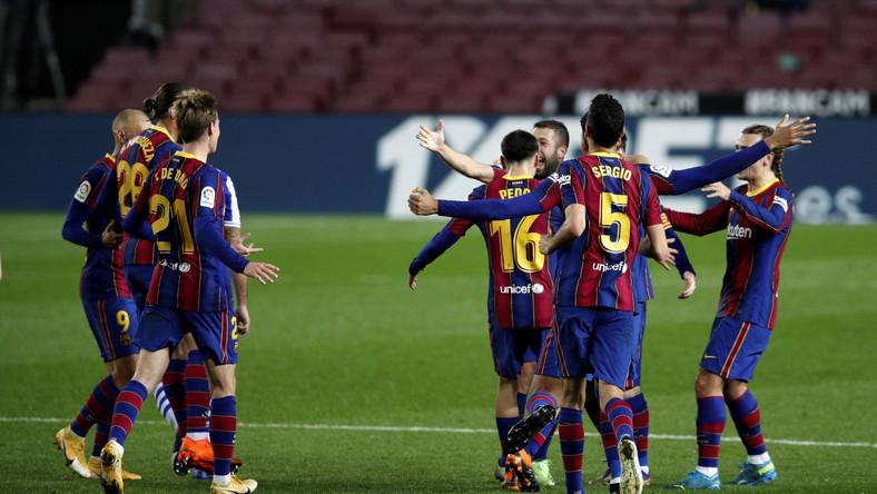 Jordi Alba (w środku)