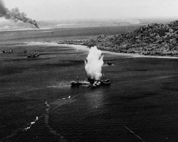 Hailstone Torpedo foto wikipedia W Eugene Smith