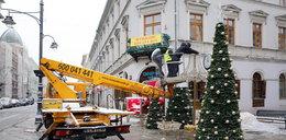 Tak dekorują Piotrkowską przed świętami