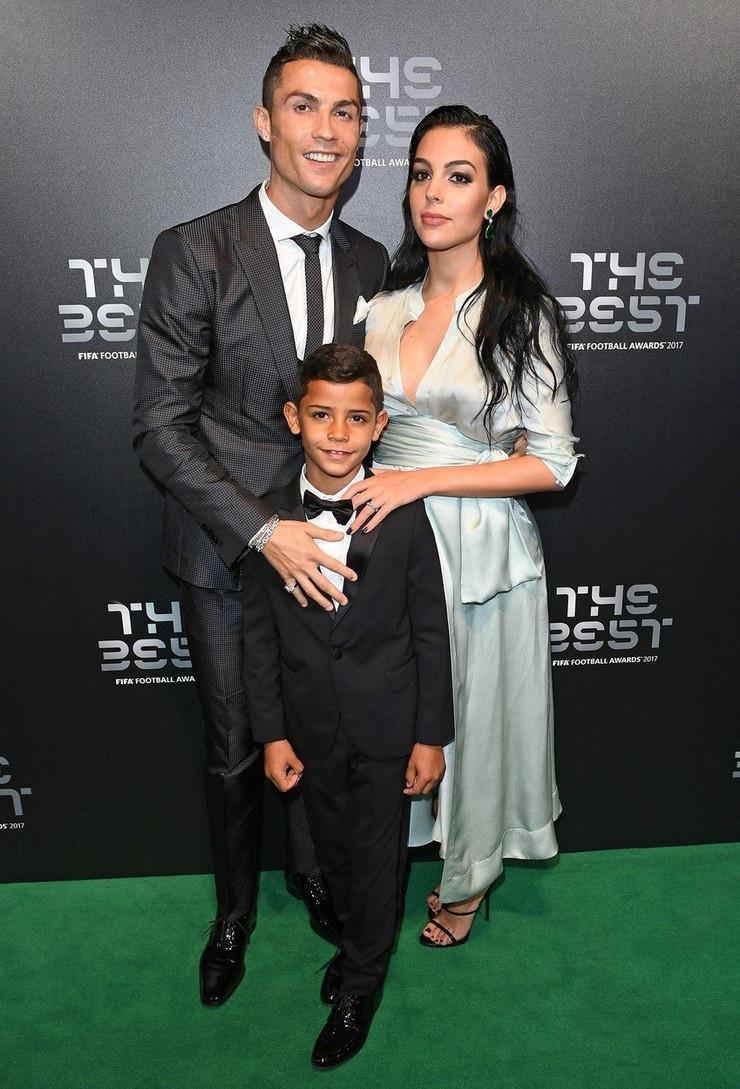 Kristijano Ronaldo sa devojkom i sinom
