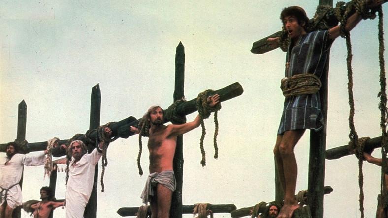 """Złotą dziesiątkę zamyka """"Żywot Briana"""" Terry'ego Jonesa i reszty grupy Latającego Cyrku Monty Pyhtona (na zdjęciu w sładzie: Terry Jones, Terry Gillam, John Cleese i Michael Palin) z wynikiem 1,2 śmiechów na minutę."""