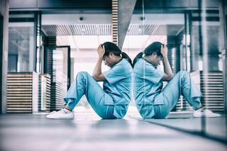 Większość pielęgniarek i położnych doświadcza agresji w miejscu pracy