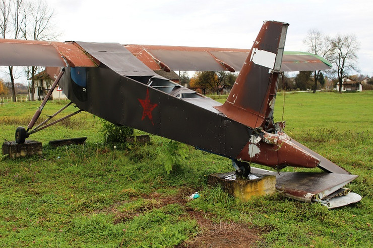 Ostecena replika aviona u Knespolju