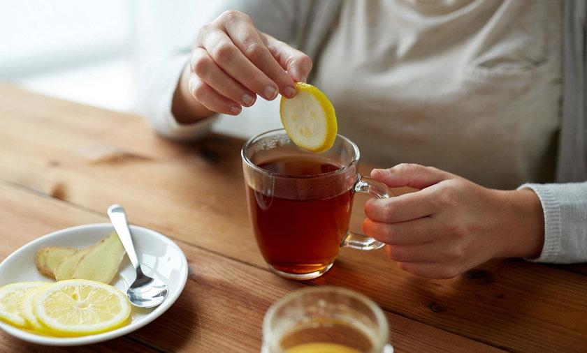 Pijasz herbatę z cytryną?