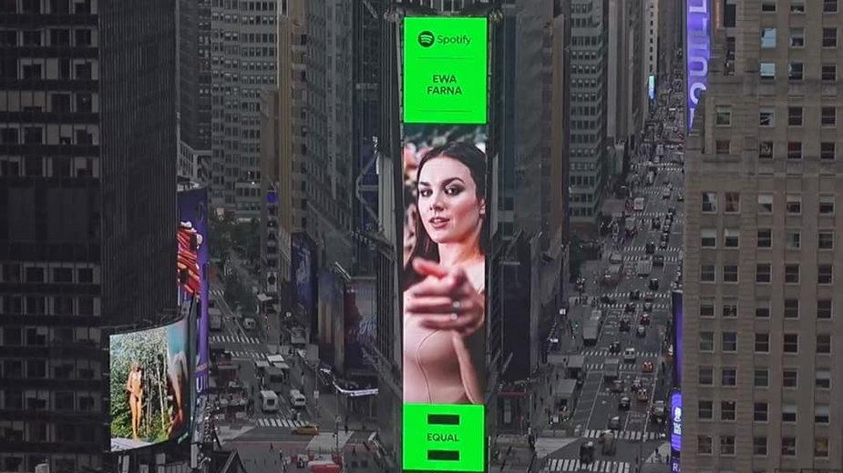 Ewa Farna na nowojorskim Time Square